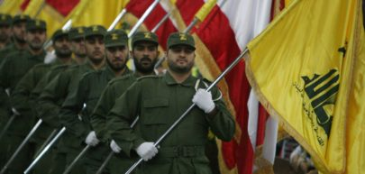 Odziały Hezbollahu z flagami
